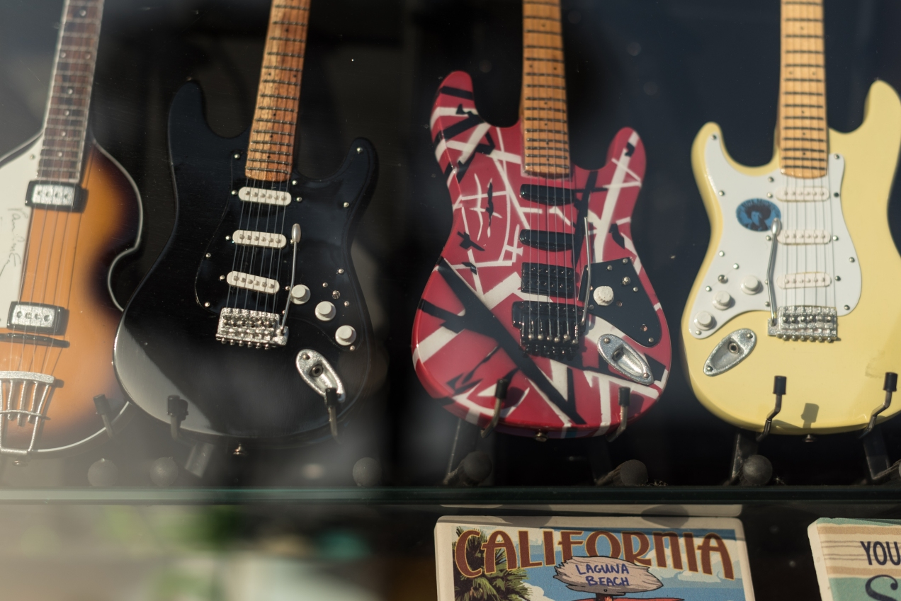 mini guitars-1